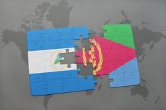 verwirren Sie mit der Staatsflagge von Nicaragua und von Eritrea auf einer Weltkarte Lizenzfreie Stockfotografie