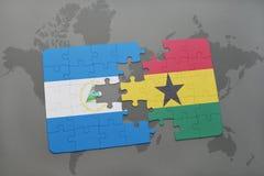 verwirren Sie mit der Staatsflagge von Nicaragua und von Ghana auf einer Weltkarte Lizenzfreie Stockfotografie