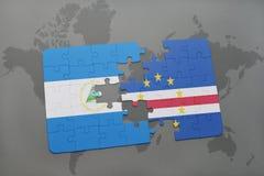 verwirren Sie mit der Staatsflagge von Nicaragua und von Kap-Verde auf einer Weltkarte Stockfotos