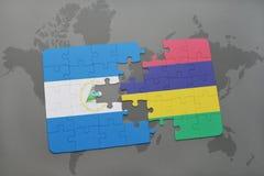 verwirren Sie mit der Staatsflagge von Nicaragua und von Mauritius auf einer Weltkarte Lizenzfreies Stockfoto