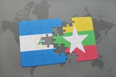 verwirren Sie mit der Staatsflagge von Nicaragua und von Myanmar auf einer Weltkarte Lizenzfreie Stockfotos