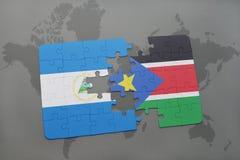 verwirren Sie mit der Staatsflagge von Nicaragua und von Süd-Sudan auf einer Weltkarte Lizenzfreies Stockfoto