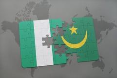 verwirren Sie mit der Staatsflagge von Nigeria und von Mauretanien auf einer Weltkarte Lizenzfreies Stockfoto