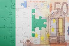 Verwirren Sie mit der Staatsflagge von Nigeria und von Eurobanknote Lizenzfreie Stockfotos