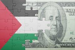 Verwirren Sie mit der Staatsflagge von Palästina- und Dollarbanknote Stockfoto