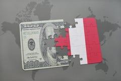 verwirren Sie mit der Staatsflagge von Peru und von Dollarbanknote auf einem Weltkartehintergrund Lizenzfreie Stockfotografie