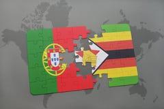 verwirren Sie mit der Staatsflagge von Portugal und von Simbabwe auf einem Weltkartehintergrund Stockfotografie