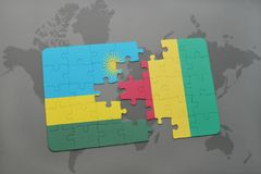 verwirren Sie mit der Staatsflagge von Ruanda und von Guine auf einer Weltkarte lizenzfreie abbildung