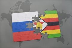 verwirren Sie mit der Staatsflagge von Russland und von Simbabwe auf einem Weltkartehintergrund Lizenzfreies Stockfoto