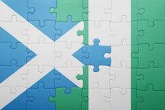 verwirren Sie mit der Staatsflagge von Schottland und von Nigeria Stockfotografie