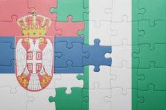 verwirren Sie mit der Staatsflagge von Serbien und von Nigeria Lizenzfreies Stockfoto