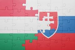 Verwirren Sie mit der Staatsflagge von Slowakei und von Ungarn Stockfoto