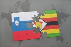 verwirren Sie mit der Staatsflagge von Slowenien und von Simbabwe auf einer Weltkarte Stockfotos