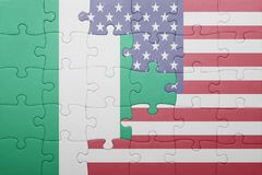 verwirren Sie mit der Staatsflagge von Staaten von Amerika und von Nigeria lizenzfreie stockfotos