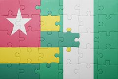 verwirren Sie mit der Staatsflagge von Togo und von Nigeria Stockbild