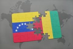 verwirren Sie mit der Staatsflagge von Venezuela und von Guine auf einer Weltkarte lizenzfreie abbildung
