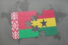 verwirren Sie mit der Staatsflagge von Weißrussland und von Ghana auf einer Weltkarte Lizenzfreie Stockfotos