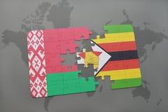 verwirren Sie mit der Staatsflagge von Weißrussland und von Simbabwe auf einer Weltkarte Lizenzfreie Stockfotografie
