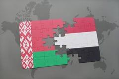 verwirren Sie mit der Staatsflagge von Weißrussland und von Yemen auf einer Weltkarte Lizenzfreie Stockfotografie