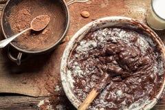 Verwirren Sie, wenn Sie selbst gemachte Schokolade zubereiten Lizenzfreie Stockfotografie