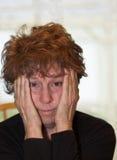Verwirrte ältere Frau stockfotografie