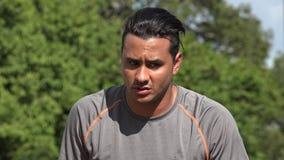 Verwirrter athletischer hispanischer erwachsener Mann stock video