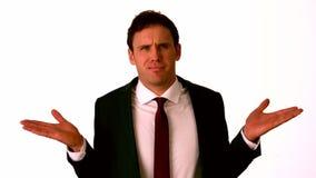 Verwirrter Geschäftsmann, der seine Schultern zuckt stock video footage
