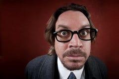 Verwirrter Mann mit Gläsern Stockfoto
