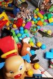 Verwirrung gemacht von den Spielwaren in einem Kinderzimmer Stockfotografie
