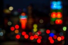 Verwischen Sie abstraktes bokeh des Straßenstadtnachtlichthintergrundes Stockfotos
