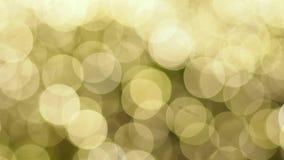 Verwischen Sie Fokus des Lichtes auf schwarzem Hintergrund von der Lampe in der Nacht auf Weihnachten vor neuem schönem romantisc stock footage