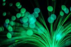 Verwischen Sie Nacht-bokeh runde Lichter des Grüns blauen Rotes Stockfotografie