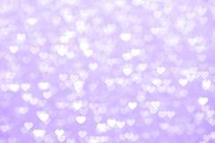 Verwischen Sie schönes romantisches des purpurroten Hintergrundes des Herzens, weiches Pastellfarbepurpur des Funkeln bokeh Licht lizenzfreies stockfoto