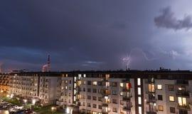 Verwittern Sie Zusammenbruch in der Stadt, in den Gewittern und im Regen lizenzfreies stockfoto