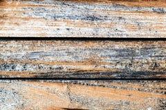 Verwitterte alte gestreifte Beschaffenheit des hölzernen Musters des natürlichen Hintergrundes der Bretter-ein Stockfoto