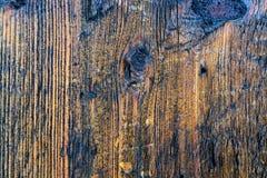 Verwitterte alte gestreifte Beschaffenheit des hölzernen Musters des natürlichen Hintergrundes der Bretter-ein Stockfotos