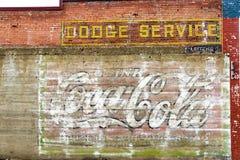 Verwitterte Backsteinmauer im roten Häuschen, Montana Stockbilder