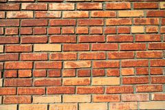 Verwitterte befleckte alte Backsteinmauer stockfoto