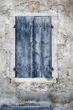 Verwitterte blaue Tür Stockfotografie