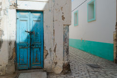Verwitterte blaue Tür Lizenzfreies Stockbild