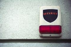 Verwitterte Sicherheitswarnung mit Raum für Text Lizenzfreie Stockfotografie