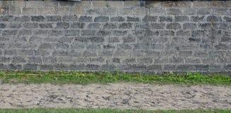 Verwitterte und befleckte graue Blockwandbeschaffenheit Stockfotografie