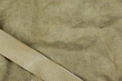 Verwitterte verblaßte Militärarmee-kakifarbige Tarnung mit Gurt Backg Lizenzfreie Stockbilder