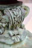 Verwitterter historischer niedriger Laternenpfahl der Weinlese der Patina Grün Stockbild