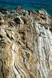 Verwitterter Kalkstein auf der Mittelmeerküste Lizenzfreie Stockfotos