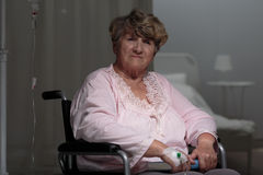 Verwonde droevige vrouw Stock Foto