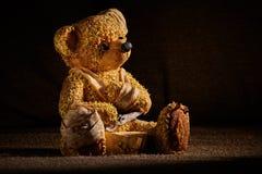 Verwonde Teddybeer Royalty-vrije Stock Afbeeldingen