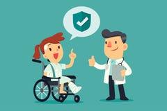 Verwonde vrouw in rolstoel die met verzekeringsdekking spreken met Stock Foto