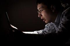 Verwunderung des Geschäftsmannes mit Laptop Lizenzfreie Stockfotos