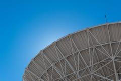 Very Large Array backlit zakres radiowej astronomii obserwatorski naczynie w jasnym niebie, nauki technologii przestrzeń fotografia stock